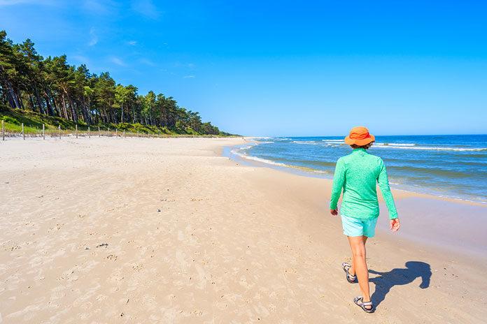 Apartamenty przy plaży bez parawanów, czyli dlaczego warto pojechać na Hel